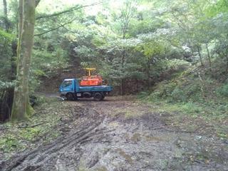 920林内作業車を運ぶ.jpg